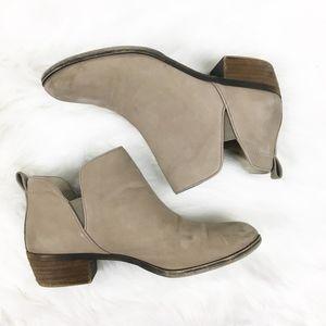 b0f886c57443 bp Shoes